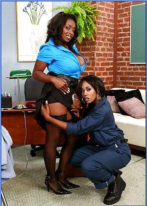 Black Lesbian Sex pictures