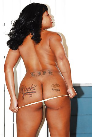 Black Tattoed Girl pictures